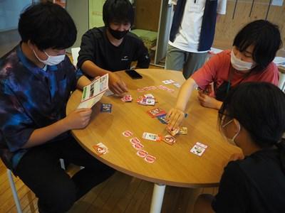 防災カードゲームプレー中